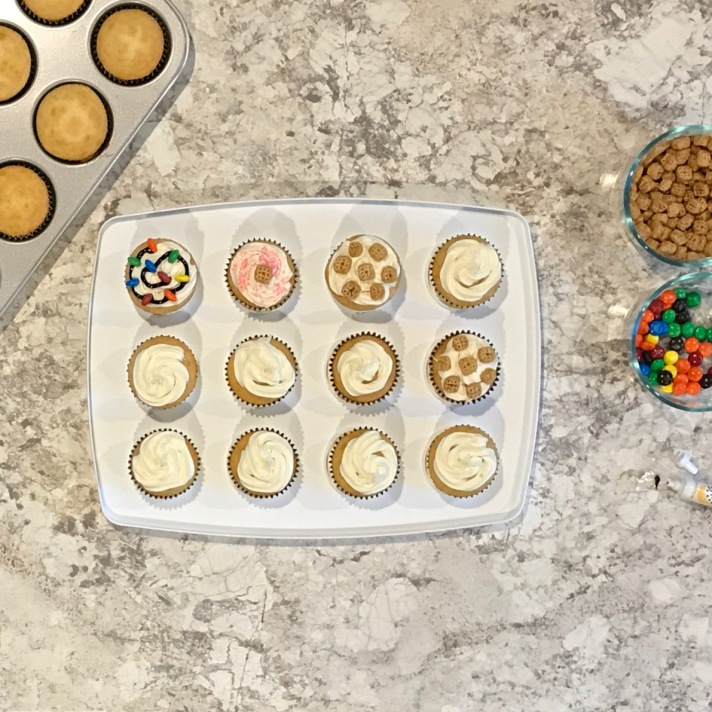 cupcake-decorating-flatlay